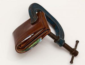 Image of a wallet being squeezed shut to demonstrate chapter 7 bankruptcy.